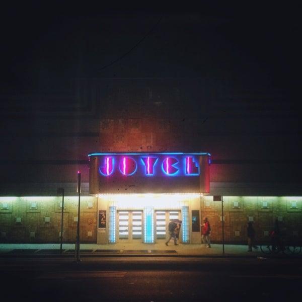 Photo prise au The Joyce Theater par Ryan M. le12/14/2012