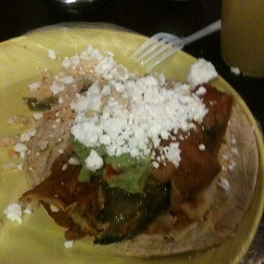 รูปภาพถ่ายที่ Tacos Gus โดย Luis M. เมื่อ 3/1/2012