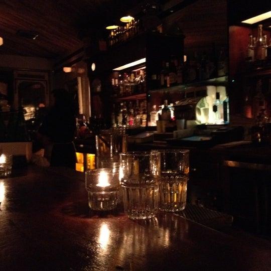 Foto tirada no(a) Oldfield's Liquor Room por Shane N. em 6/23/2012