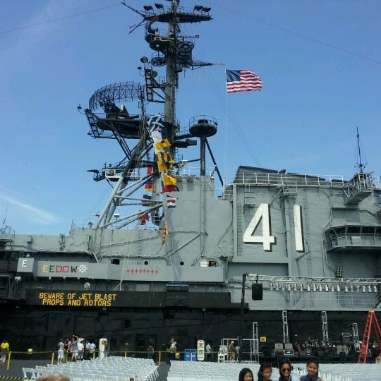 Photo prise au USS Midway Museum par Roy le9/8/2012