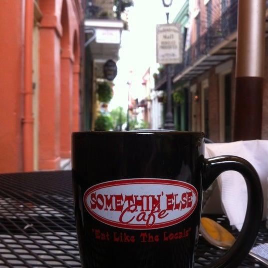 Снимок сделан в Somethin' Else Café пользователем Charlie L. 5/11/2012
