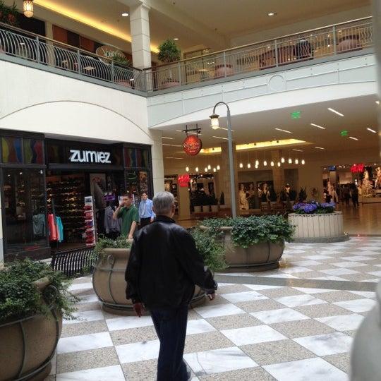 Foto tomada en Hillsdale Shopping Center por Pedro P. el 4/11/2012