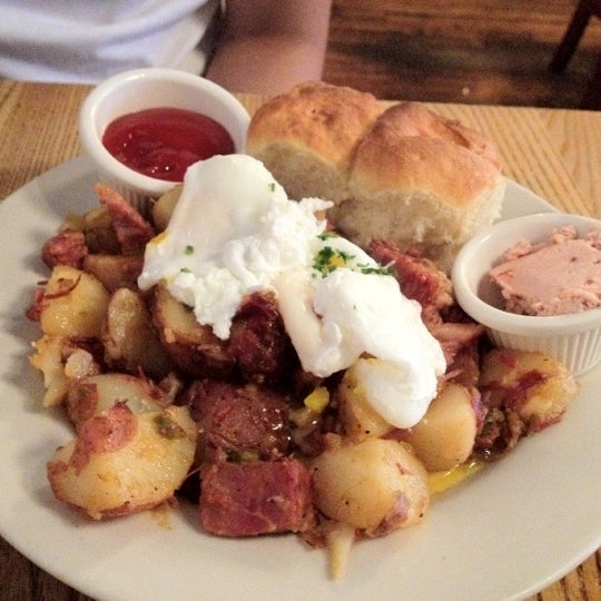 8/20/2012 tarihinde Mona W.ziyaretçi tarafından Good Enough to Eat'de çekilen fotoğraf