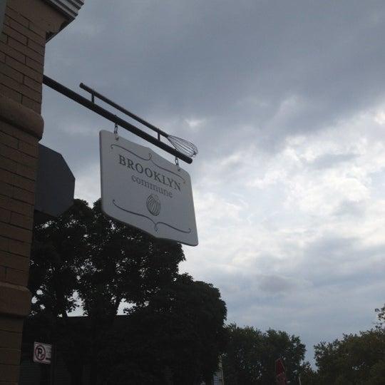 Foto tirada no(a) Brooklyn Commune por Theresa Minton N. em 9/2/2012