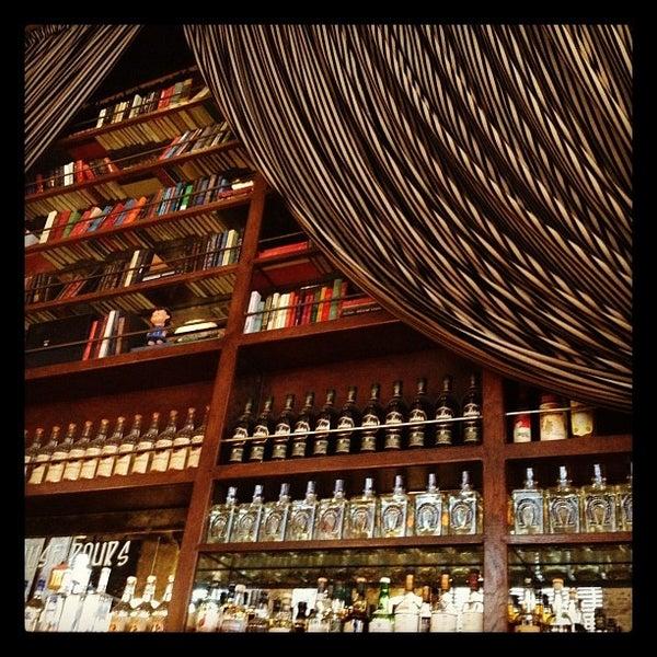 รูปภาพถ่ายที่ The Misfit Restaurant + Bar โดย Krista T. เมื่อ 5/6/2012
