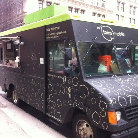 5/23/2012 tarihinde Nathan M.ziyaretçi tarafından Taïm Mobile Falafel & Smoothie Truck'de çekilen fotoğraf