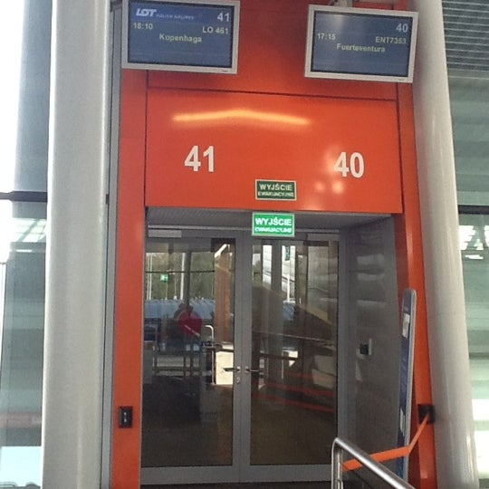 Снимок сделан в Gate 41 пользователем Rafal D. 6/24/2012