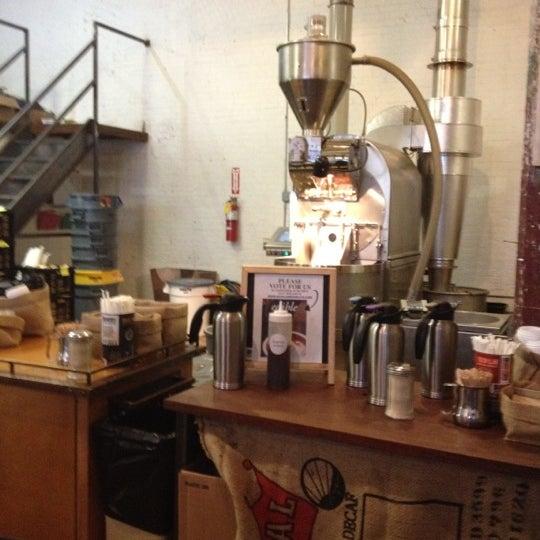 Das Foto wurde bei Brooklyn Roasting Company von Lindsey T. am 3/9/2012 aufgenommen