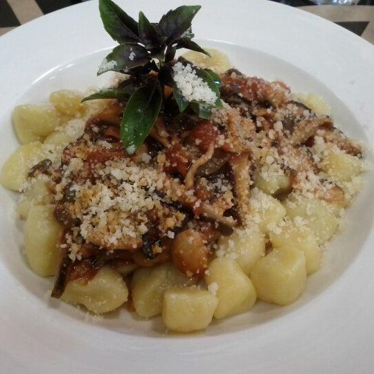 Foto scattata a EAT da Rafaela E. il 7/6/2012