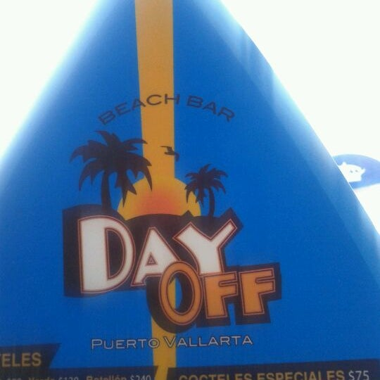 2/20/2012にPuercoがDay Off Beach Barで撮った写真