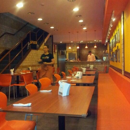 Foto tomada en Da Noi Pizzeria Ristorante por Gabriela C. el 6/24/2012