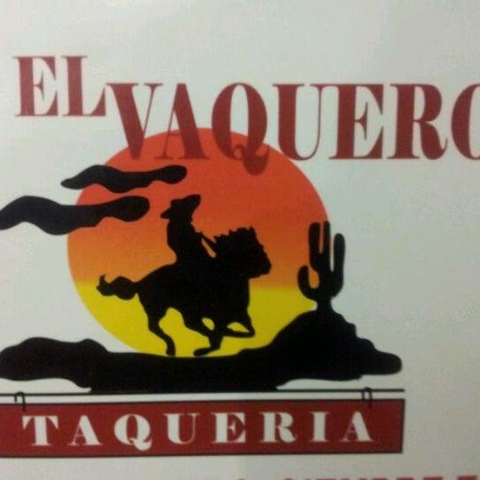 Foto tomada en OV Vaquero Restaurante y Taquería por Smoke I. el 4/18/2012