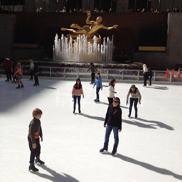 Das Foto wurde bei The Rink at Rockefeller Center von Breno M. am 4/5/2012 aufgenommen
