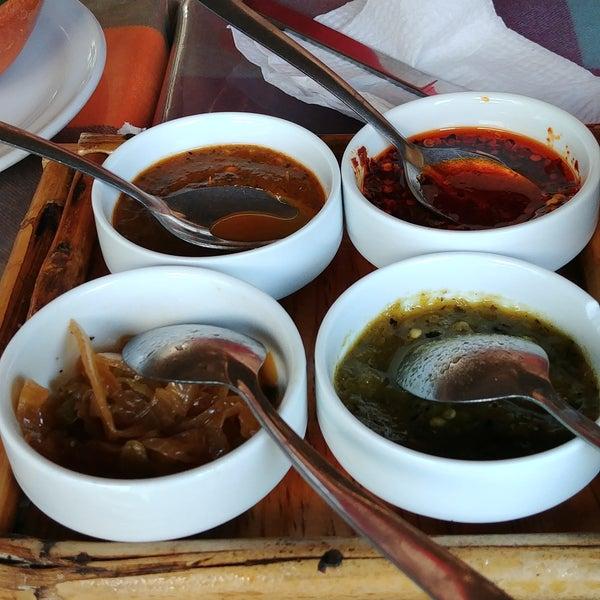 Todo está exquisito. Las salsas buenísimas. Los meseros muy serviciales. Juegos para los niños.