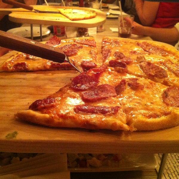 1/11/2013 tarihinde Valeria C.ziyaretçi tarafından Flippin' Pizza'de çekilen fotoğraf