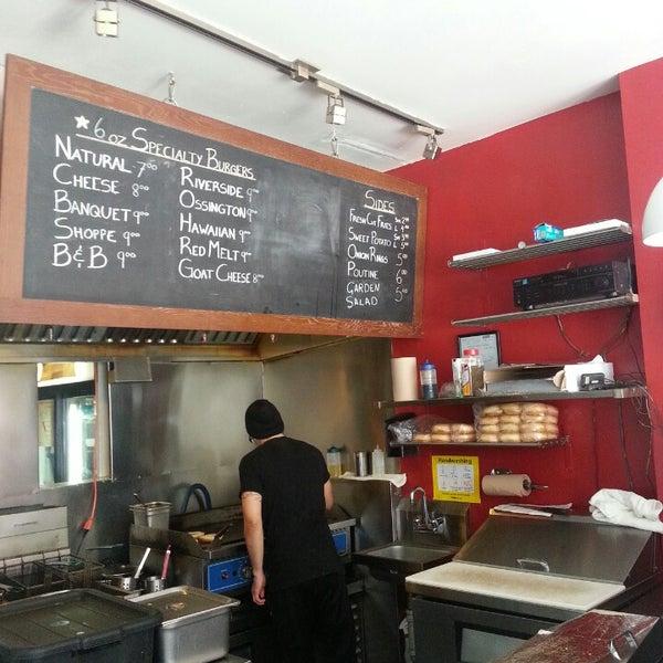 8/3/2013 tarihinde Cindy C.ziyaretçi tarafından Burger Shoppe'de çekilen fotoğraf