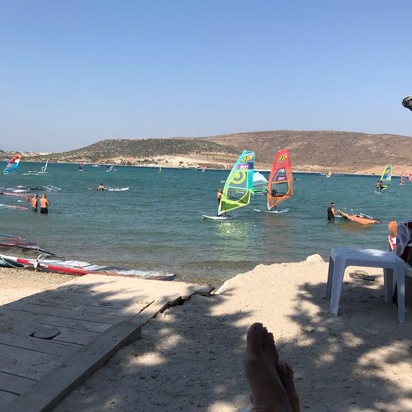 Das Foto wurde bei Alaçatı Surf Paradise Club von Pelin K. am 8/25/2019 aufgenommen