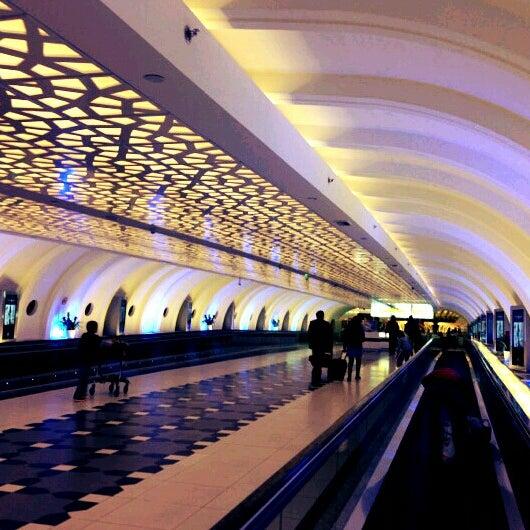 Photo prise au Abu Dhabi International Airport (AUH) par Nazreen Z. le4/4/2013