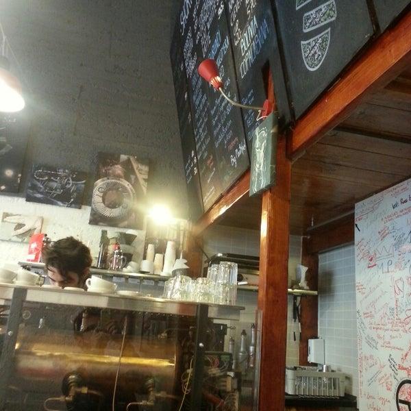 5/13/2013에 Adrian L.님이 Tamp & Pull Espresso Bar에서 찍은 사진