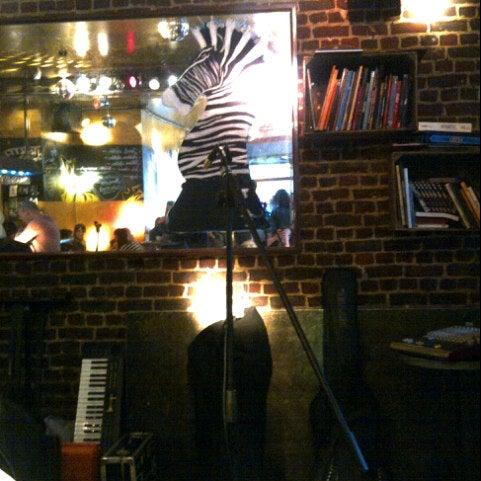 Foto scattata a Zebra Bar da Sad S. il 4/26/2013