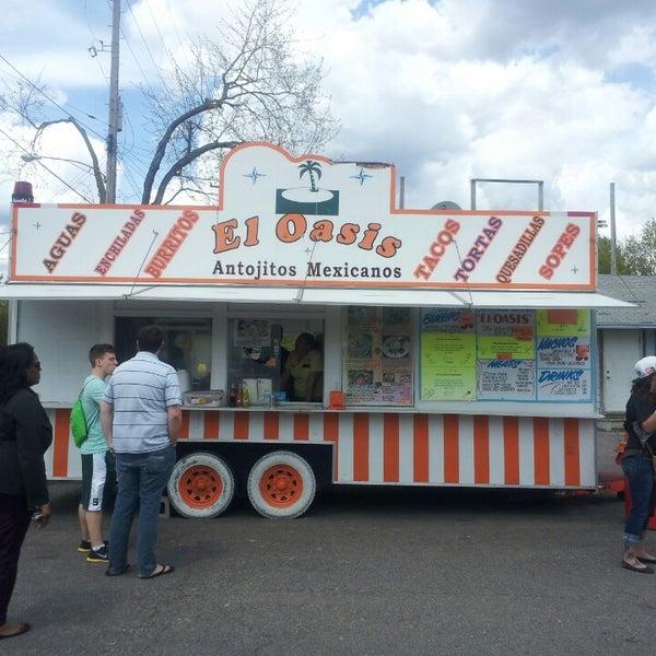 Foto tomada en El Oasis Taco Truck por John R. el 5/3/2013