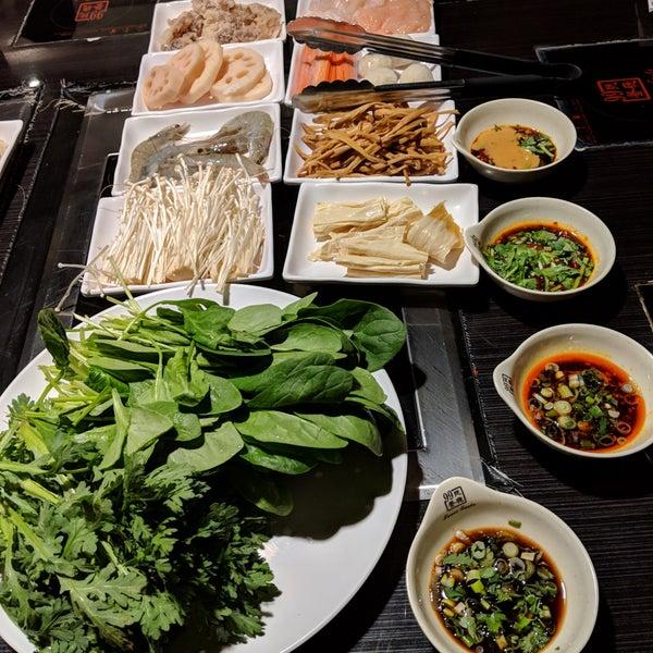 Foto diambil di 99 Favor Taste 99號餐廳 oleh John A. pada 12/25/2018
