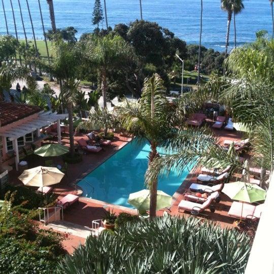 Снимок сделан в La Valencia Hotel пользователем Chuck D. 10/7/2012