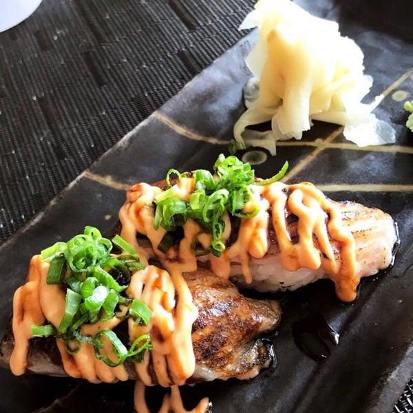 รูปภาพถ่ายที่ Yada Sushi โดย Jihye K. เมื่อ 7/18/2018