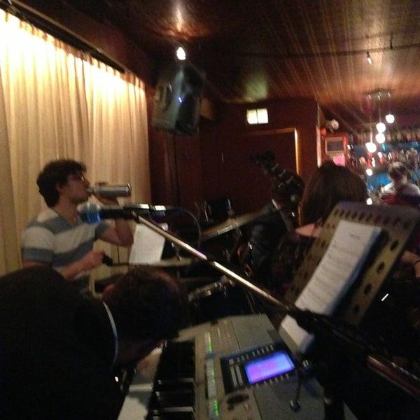รูปภาพถ่ายที่ Tea Zone & Camellia Lounge โดย Mike M. เมื่อ 1/13/2013
