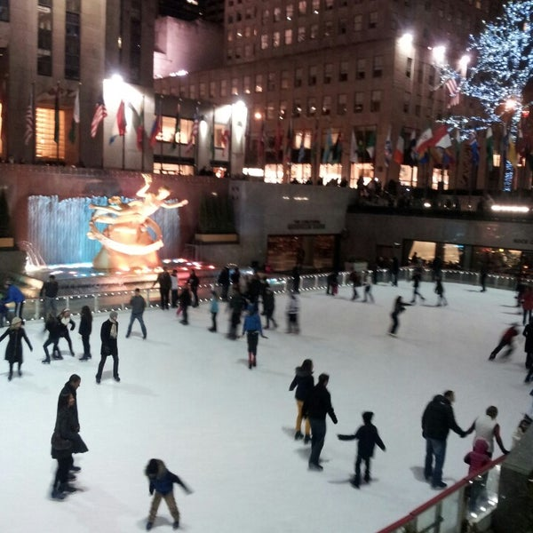 Das Foto wurde bei The Rink at Rockefeller Center von Lhean A. am 3/3/2013 aufgenommen