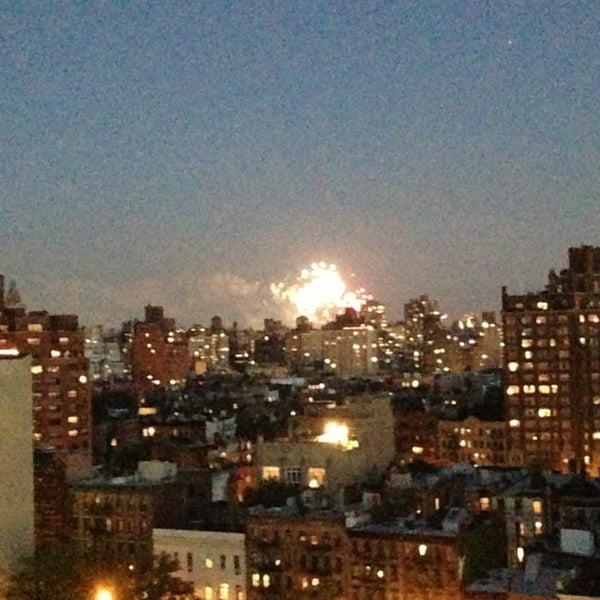 Foto tomada en TOY New York por Greg M. el 5/17/2013