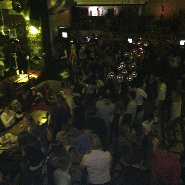 รูปภาพถ่ายที่ Moska Bar โดย Annette L. เมื่อ 1/26/2013