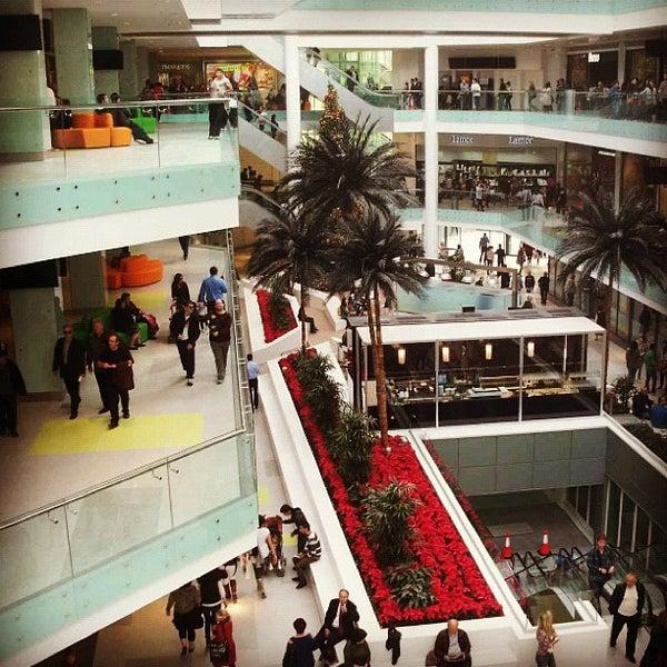 รูปภาพถ่ายที่ Athens Metro Mall โดย Anastasia  M. เมื่อ 10/16/2012