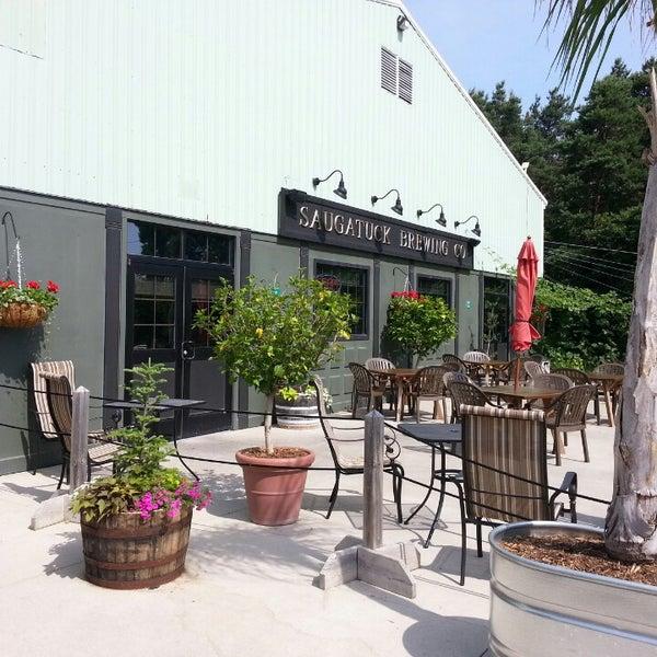 Снимок сделан в Saugatuck Brewing Company пользователем Justin M. 6/23/2013