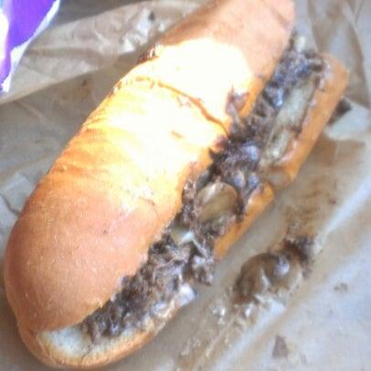 Foto scattata a Woody's Famous CheeseSteaks da Rod B. il 11/13/2012