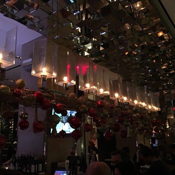 Снимок сделан в SOUTHGATE Bar & Restaurant пользователем Frank F. 12/23/2018