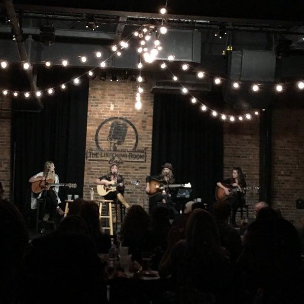 Foto scattata a The Listening Room Cafe da Tamela il 10/22/2016