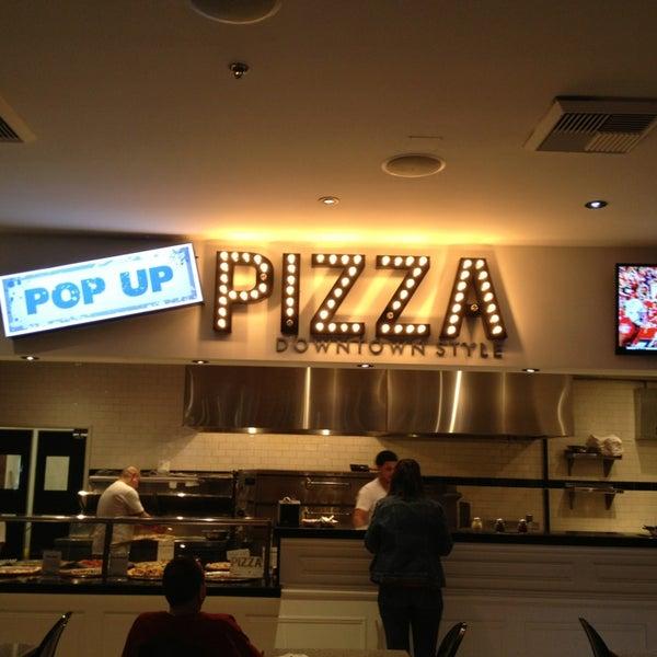 Снимок сделан в Pop Up Pizza пользователем Lester R. 2/2/2013