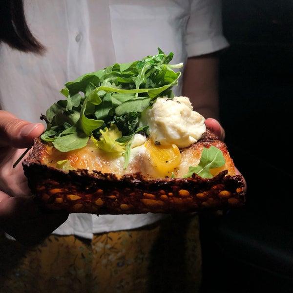 Foto scattata a Apollonia's Pizzeria da Jeff W. il 9/7/2019