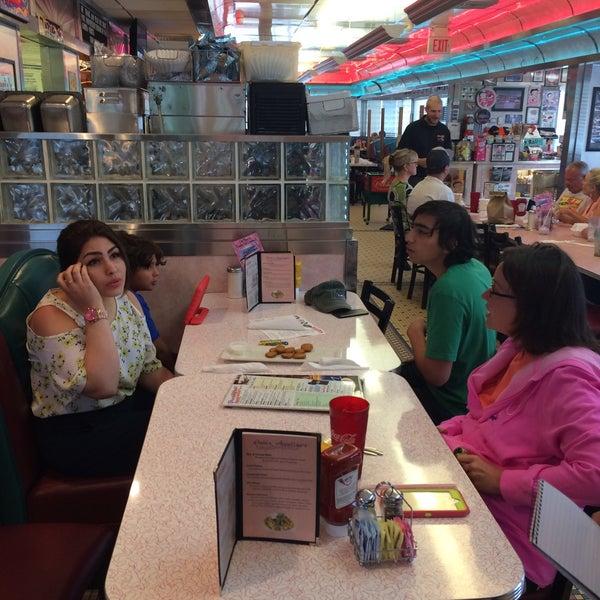 Foto tirada no(a) Rosie's Diner por Ishtiaq B. em 6/23/2016