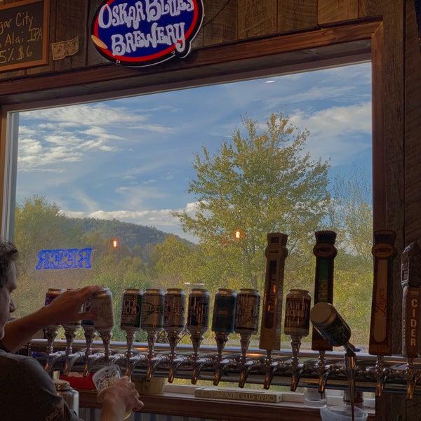 10/22/2018 tarihinde Cory O.ziyaretçi tarafından Oskar Blues Brewery'de çekilen fotoğraf
