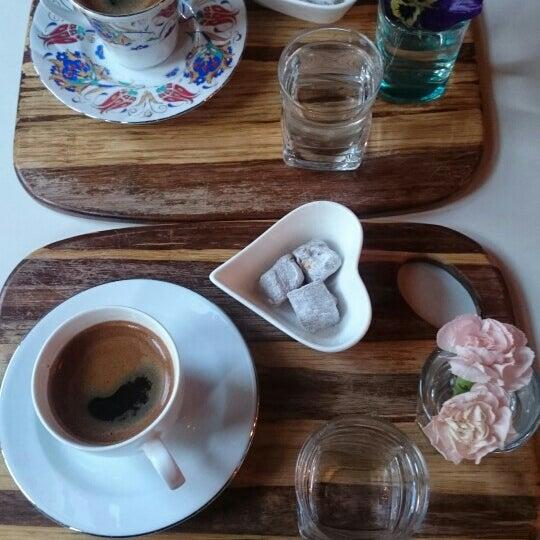 Foto diambil di Pano Restaurant ve Kahve Evi oleh Hande Melis Ö. pada 5/22/2016