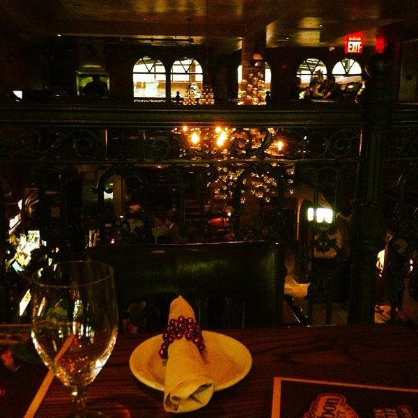Foto tirada no(a) Bourbon Street Bar & Grille por Jon M. em 5/23/2013