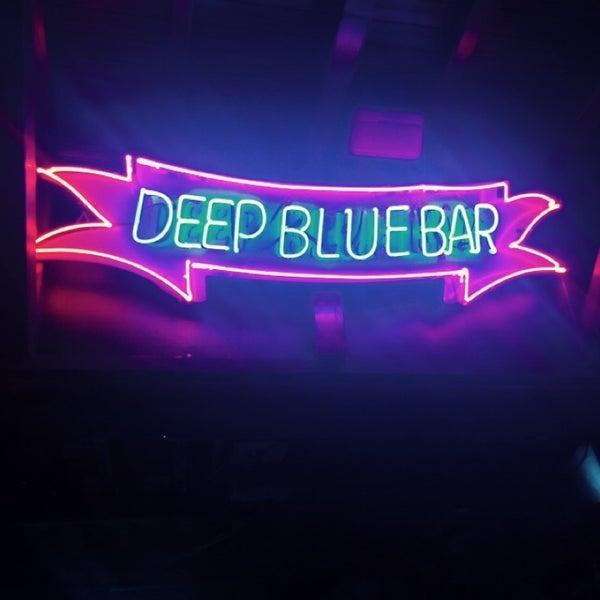 Foto tirada no(a) Deep Blue Bar por Murat K. em 10/6/2014