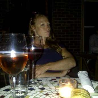 Foto scattata a Stonehome Wine Bar & Restaurant da John C. il 7/10/2012