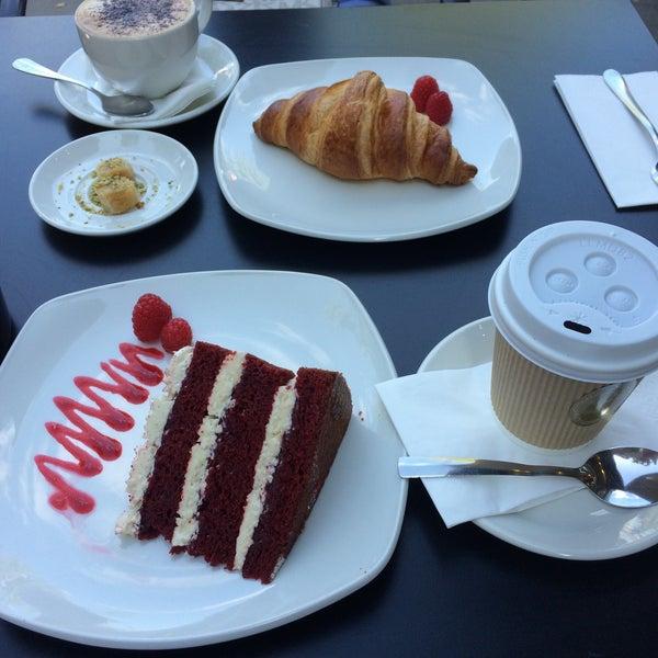 Foto tirada no(a) Chateau Dessert por Sultan A. em 8/27/2017