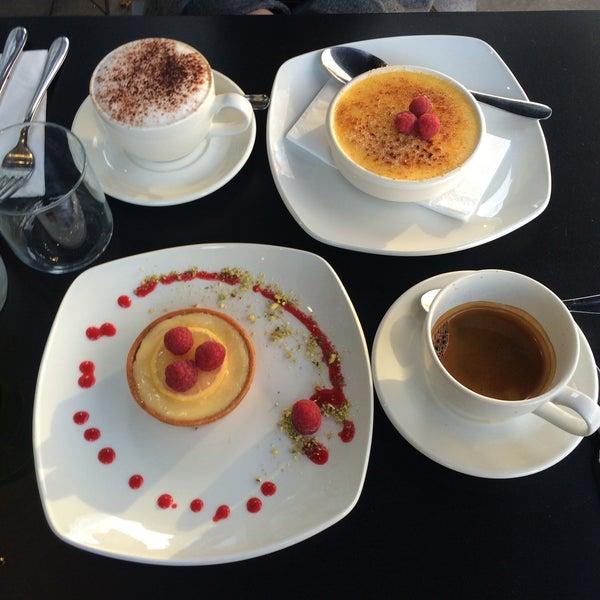 Foto tirada no(a) Chateau Dessert por Sultan A. em 12/7/2015