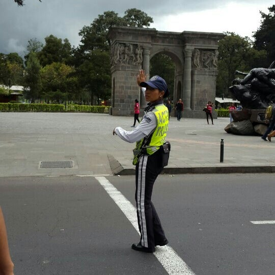 Foto diambil di Parque El Ejido oleh Ana Cris C. pada 5/6/2016