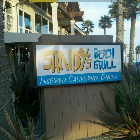 Foto tirada no(a) Sandy's por Greg B. em 9/22/2012