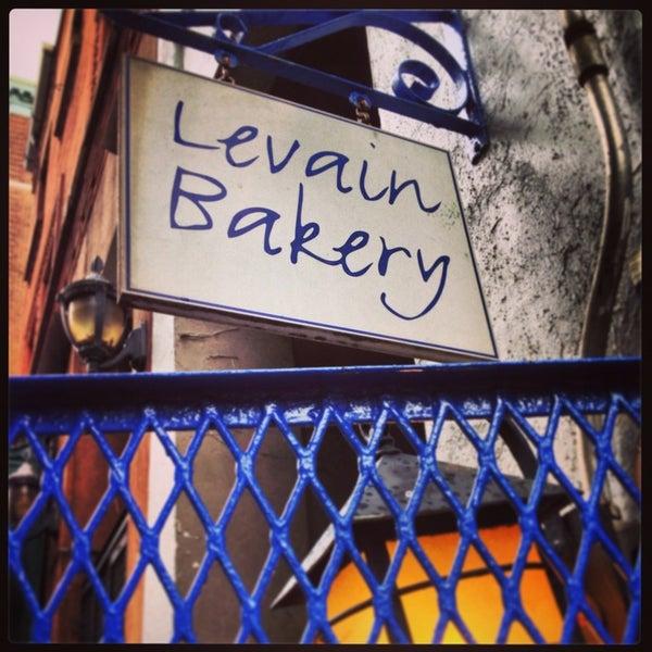 5/26/2013에 Vicki M.님이 Levain Bakery에서 찍은 사진